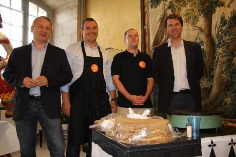 De gauche à droite : Pascal Enault, directeur ; Jean-Marc Larhant, responsable du développement commercial ; Florent Le Guénic, responsable du site d'Alençon ; Jean-Yves Pierre, directeur.